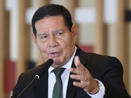 """Bolsonaro barra Mourão no Planalto. """"Ficamos sem saber o que acontece"""", reclama o general"""