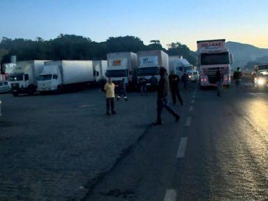 Caminhoneiros fazem protestos e paralisações contra aumento abusivo dos combustíveis