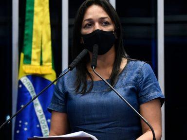 """Eliziane: """"Bolsonaro fez live com vídeos requentados, blefe e teorias delirantes"""""""