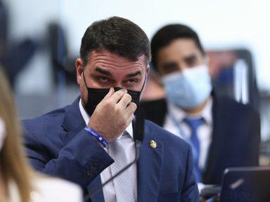 Flávio Bolsonaro torna-se suplente na CPI e terá acesso a documentos sigilosos