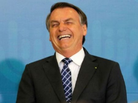 Bolsonaro aumenta gás e culpa governadores
