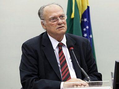 """""""Só impeachment de Bolsonaro freia a desmoralização institucional"""", diz Freire"""