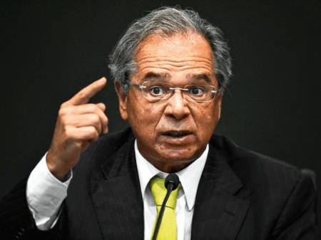 IBGE desmente Guedes: desemprego explode no país