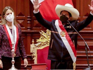 """Na posse, o presidente Castillo promete """"mudar o rosto da realidade econômica e social"""" do Peru"""
