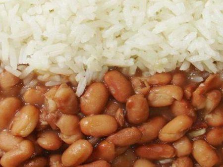 Feijão com arroz tem a alta mais longa em 8 anos