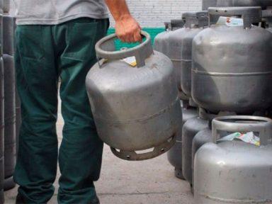 Gás de cozinha sobe cinco vezes mais que a inflação e já é vendido a R$ 135