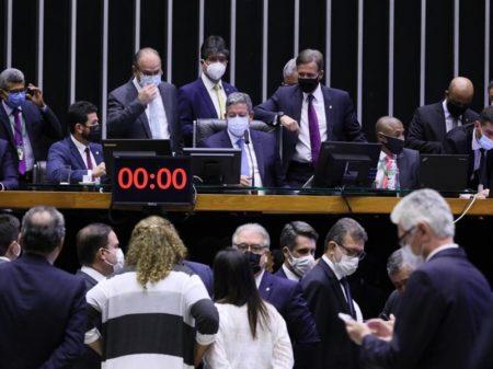 Câmara aprova projeto de mudança no IR