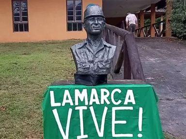 Nova estátua de Carlos Lamarca é instalada em Cajati, interior de São Paulo