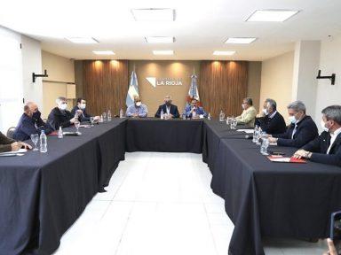 Argentina: Fernández muda gabinete e reúne governadores para 'relançar governo'