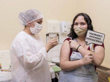 """Secretários de Saúde orientam """"continuidade da vacinação para a devida proteção dos jovens"""""""