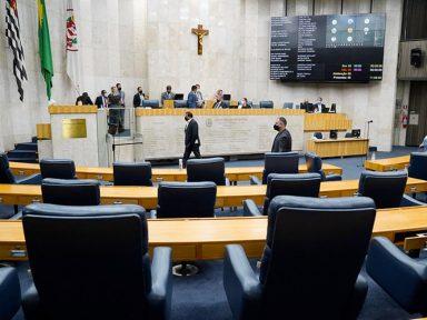 "Servidores paulistas protestam contra reforma previdenciária: ""Confisco de aposentadorias"""