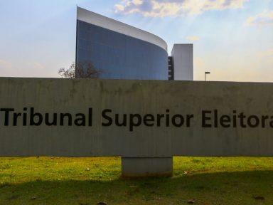 TSE pauta para terça-feira julgamento de ações que pedem cassação da chapa de Bolsonaro